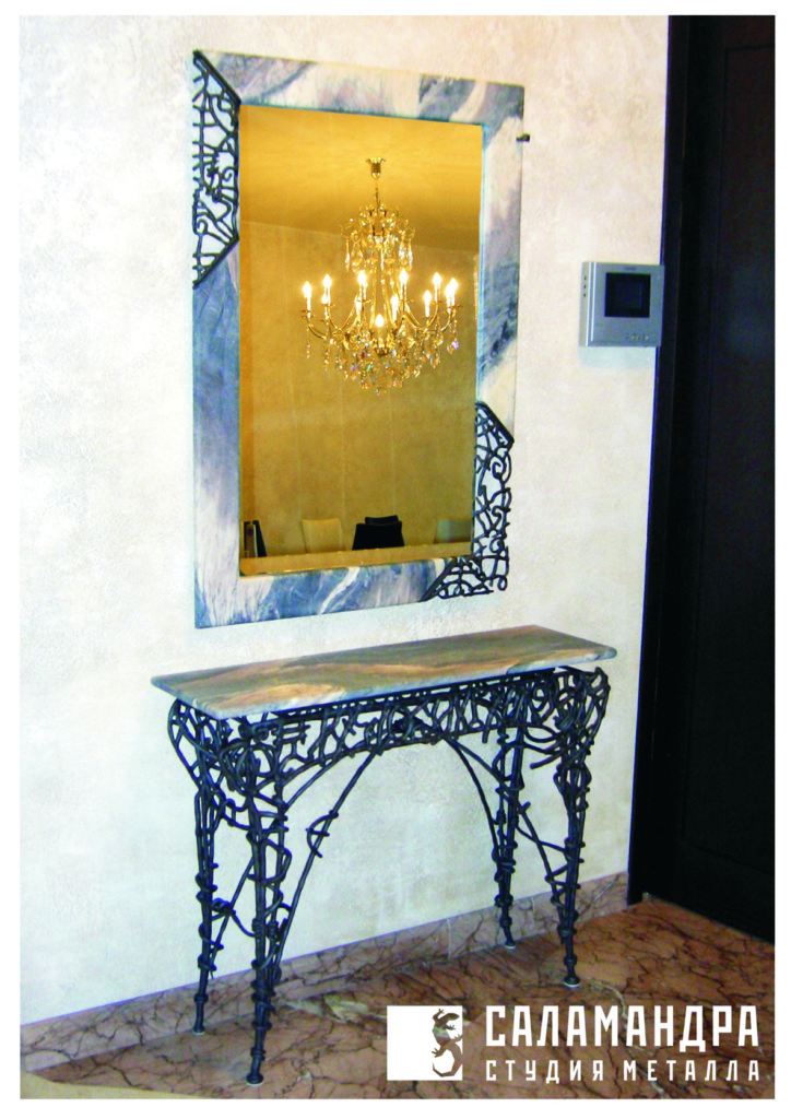 Столик и зеркало